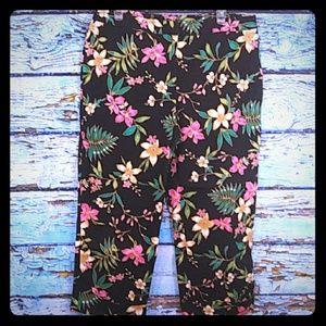 Rafaella Black Floral Capri Pants Size 14